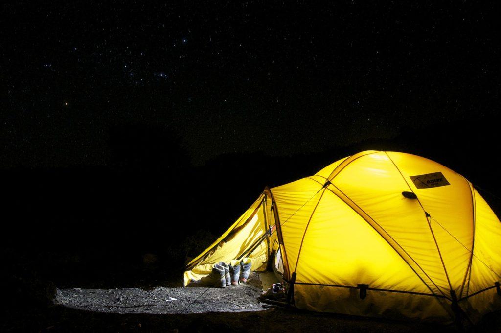 nocleg na polu namiotowym
